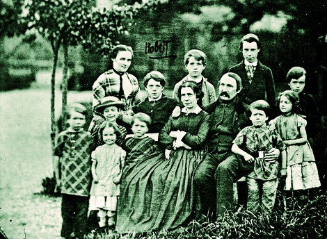 Portrait of the family taken in Koch's birthplace, Clausthal in the Harz region. Source: RKI