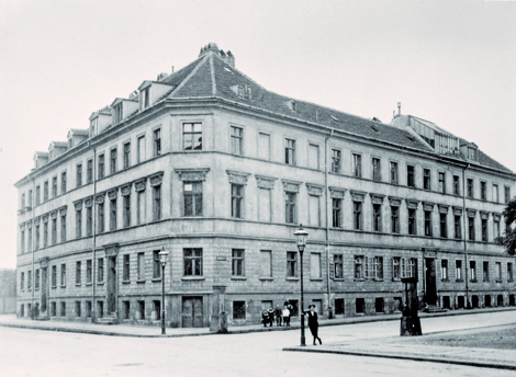 First headquarters of the Royal Prussian Institute for Infectious Diseases in Schumannstraße in Berlin-Mitte, end of the 19th century. Source:  RKI