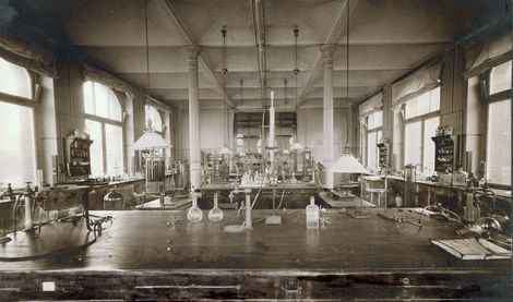 Laboratory at the Nordufer site, beginning of the 20th century. Source: RKI