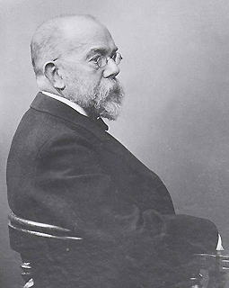 Robert Koch sitting.  © RKI